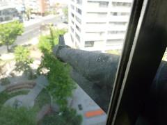 francotirador para ser descubierto (don lucho) Tags: ventana error negro carton lucho arma caon fallo descubrir francotirador apunte