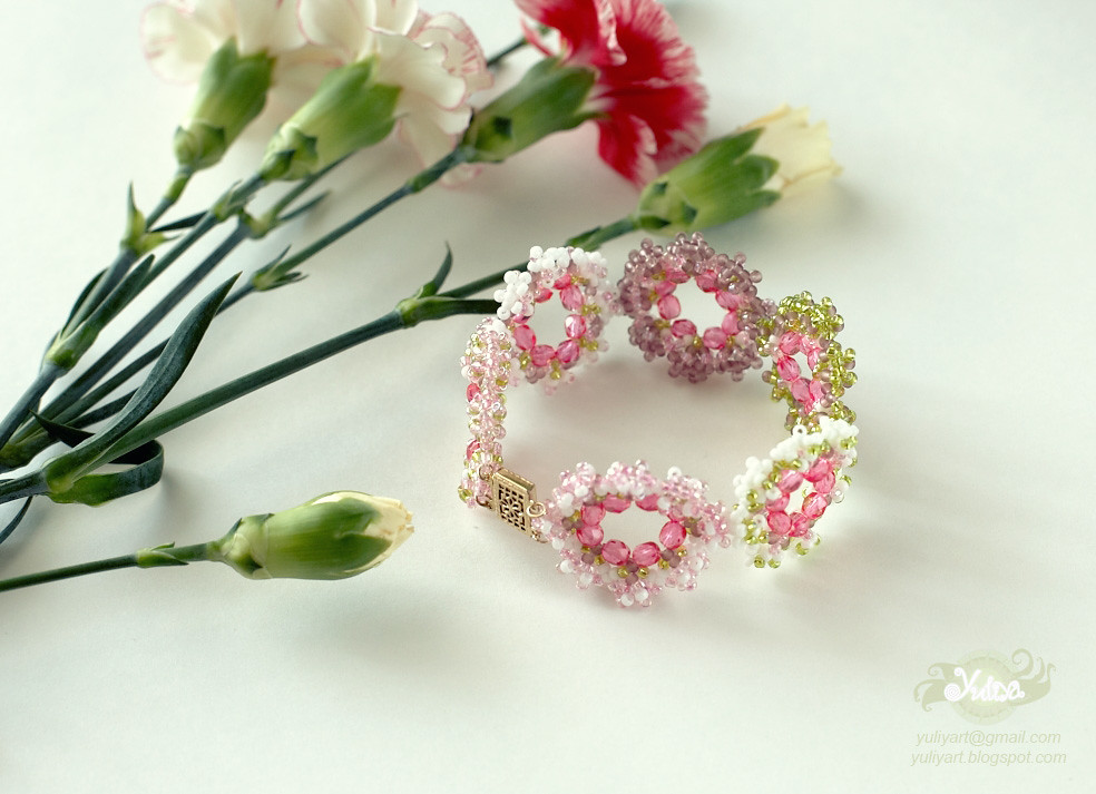 Flower bracelet by Yuliya Art