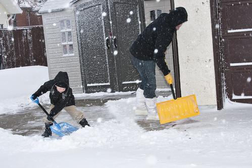 E&D shoveling1_11-16-10