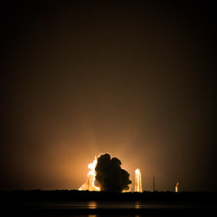 Liftoff (tianxiaozhang) Tags: night square orlando florida nasa explore liftoff launch discovery spaceshuttle causeway 250mm eos450d efs55250is sts128