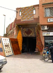 Marrakesh, Djemaa El-Fna (ali eminov) Tags: marrakech marrakesh djemaaelfna shops carpetshops carpets squares morocco
