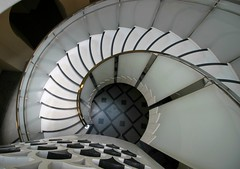 Tate Britain Spiral (shadow_in_the_water) Tags: spiralstairs staircase carusostjohn architecture tatebritain millbank pimlico london sw1 escaliers teppen geometricarchitecture balustrade floor handrail noiretblanc negroyblanco therotunda stair wendeltreppen