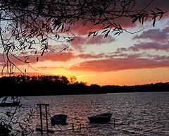 Binnenwasser 1 (Von Noorden her) Tags: sundown sonnenuntergang water wasser sea pond binnenwasser neustadt holstein boat boot boote wolken cloud clouds wolke schatten shadows night nacht abend evening
