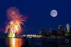 Canada 150 Fireworks Celebration @ Canada Place, Vancouver, BC on July 1st, 2017 (Nuclear-Powered) Tags: contaxcarlzeissplanart245mmg sonyfe2870mmf35~56 canadaplace britishcolumbia vancouver downtownvancouver stanleypark fireworks skyline canadaday canada150 sonya7m2 mirrorlesscamera sonyalpha