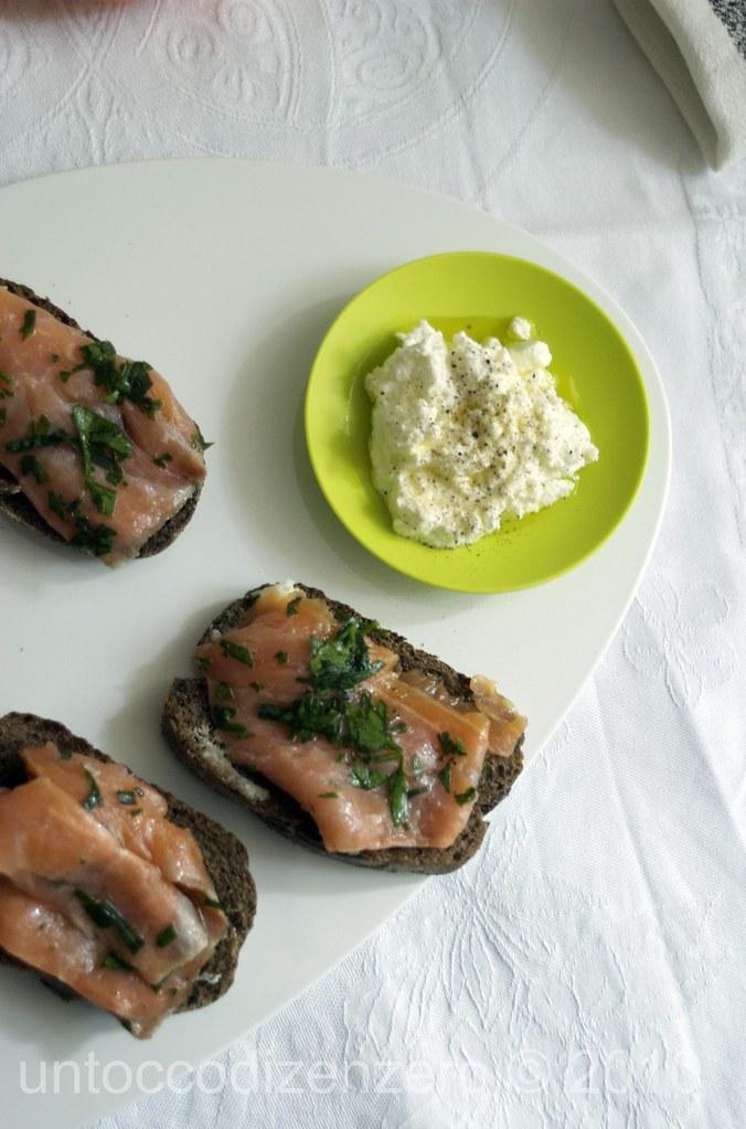 salmone marinato con prezzemolo, estragone