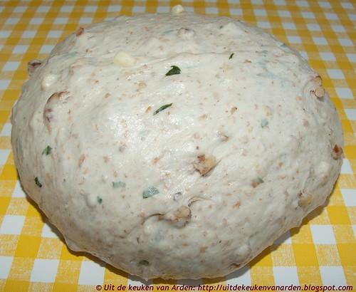 Brood met gruyere, basilicum en pecannoten