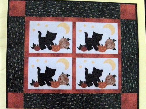 Kitty in the Patch quilted wall hanging
