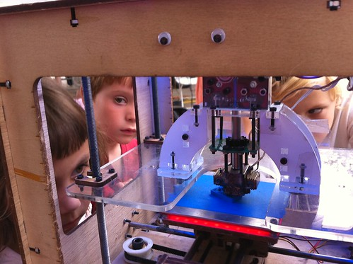 Kids surrounding the MakerBot at makerfaire.