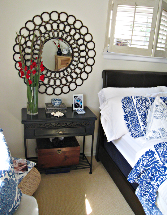 master bedroom decor ideas+circles mirrors+night stands+console tables+vintage meets modern