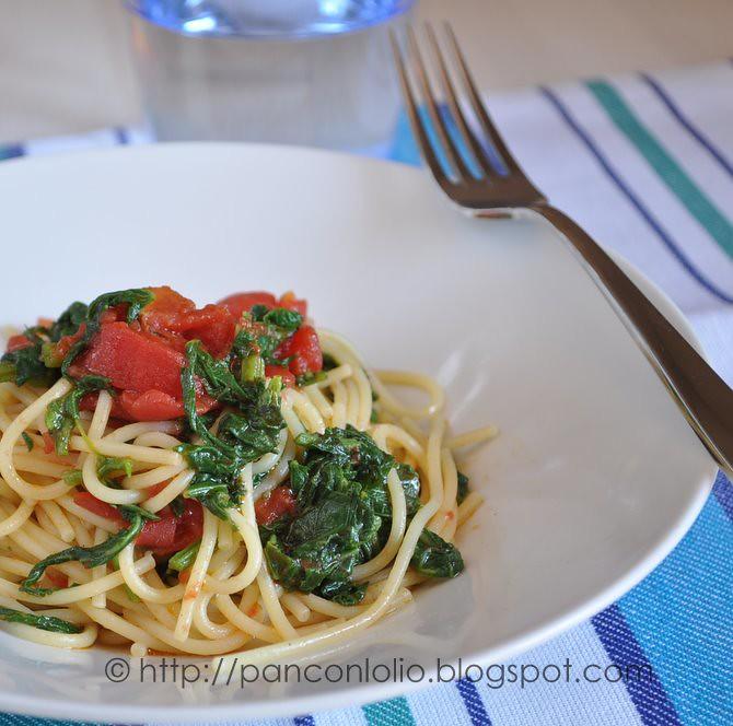 spaghetti con tenerumi o talli di zucca