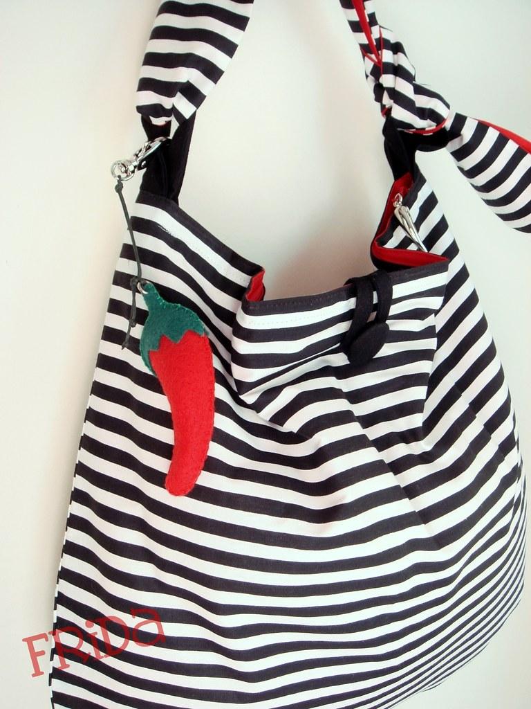 e376fa178 Bolsa Listrada com Zíper (*Frida*) Tags: branco bag handmade frida preto