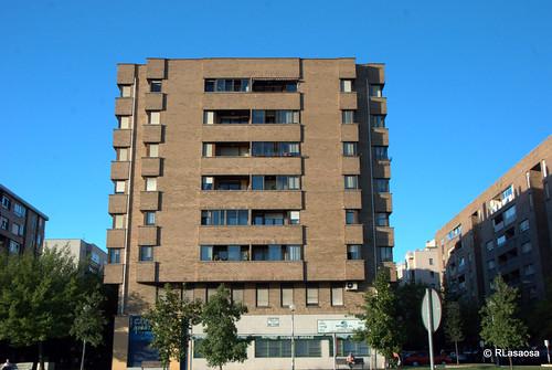 """Fachadas de edificios de viviendas sobre la Avenida de Navarra, también conocida como """"La Variante""""."""