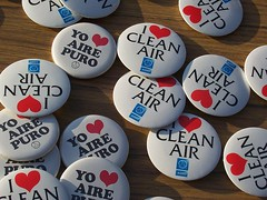 clean air buttons (by: NGerda, public domain)