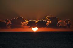 Sonnenaufgang 3/4 (Philippe Streit) Tags: morning sea wallpaper sun water strand sunrise landscape soleil early nikon meer wasser ship diverse horizon wolken orte sonne sonnenaufgang morgen sardinien horizont schiffe wellen d90 meerstrand morgenstund calaliberotto philippestreit