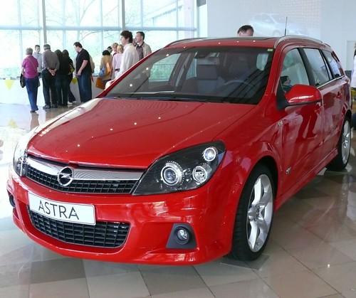 Opel Astra Caravan 2010. Opel Astra Caravan 2010 red vl