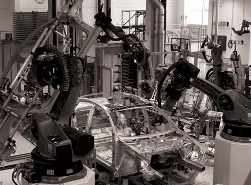 4 OUTRACE_ROBOTS_WORKINGATAUDI_02
