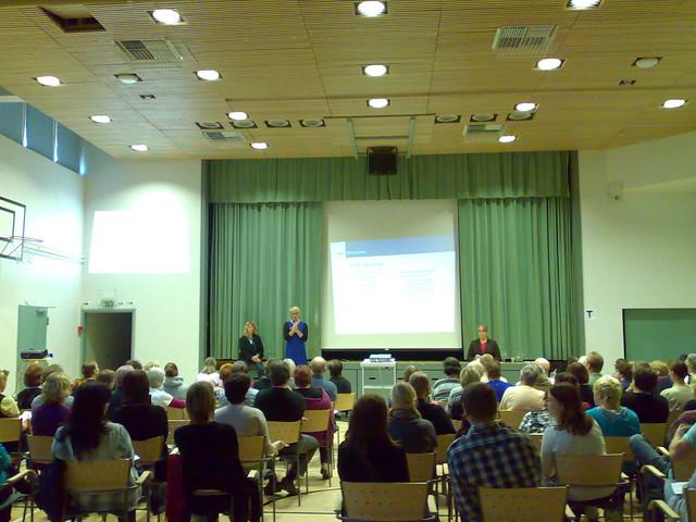 Kuva tulkkipalvelun tiedotustilaisuudesta Haukkarannan koululta 22.9.2010