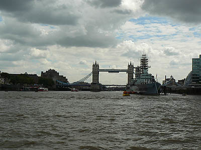 HMS Belfast et tower bridge.jpg