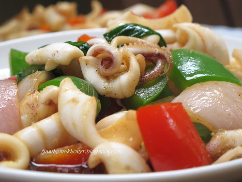 Stir fried black pepper squid