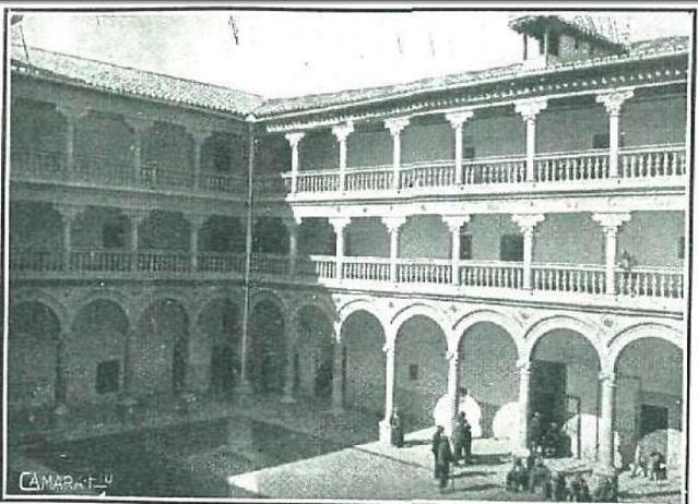 Claustro de San Pedro Mártir en 1920. Fotografía de Pedro Román Martínez para La Esfera