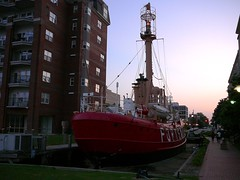 Lightship Portsmouth, Virginia sailing up the concrete street (davensuze (Seriously, I'm not Ted Raynor)) Tags: ocean city light sea urban coastguard usa lighthouse water america port concrete boot coast virginia harbor boat lighthouses ship waterfront norfolk atlantic american shore va bateau hafen schiff chesapeake quirky leuchtturm lightship chesapeakebay uscg hamptonroads capecharles newportnews tidewater portsmouthva davensuze