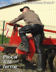 Pascal at the farm (pascal en bottes) Tags: boots goma rubber wellington latex pascal wellies bottes botas gumboots gomma caoutchouc laarzen stivali
