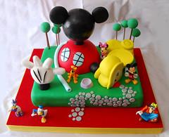 Mickey Mouse Clubhouse (Mariana Pugliese) Tags: goofy cake arboles disney mickey mickeymouse daisy pluto minnie feliz cumpleaños torta playhousedisney patodonald orejas mikimaus 241543903 marianapugliese casademickeymouse tortadelacasademickeymouse tortademickey tortapersonalizada