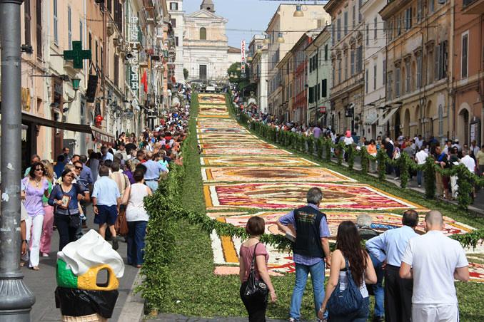 5037985389 e0327e2b64 b Infiorata – the Italian flower festival in Genzano [35 Pics]