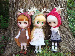 a trio of hats (maidensuit) Tags: paris tree ice girl grass forest ir outside three doll crochet hats ears pixie deer antlers blythe trio prima dolly dear lele rune dlg pdpa