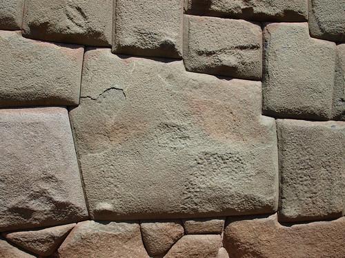 Calle Hatunrumíyoc - Piedra de los Doce Ángulos