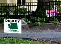 Deuling Dudley signs in Lake Oswego, Oregon (Todd Mecklem) Tags: oregon washington politics governor dudley democrat lawnsign kulongoski chrisdudley lawnsigns repuclican