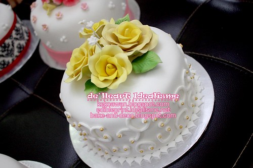 Batch 2 Oct: Basic Simple Wedding Fondant Cake