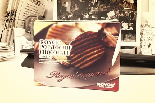 """ROYCE' POTATOCHIP CHOCOLATE ORIGINAL""以前食べたのと違う味、これも美味しいね。"