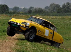 Ready for take off... (CitroenAZU) Tags: road yellow jaune 4x4 garage rally citroen ds off racing gelb toyota raid landcruiser geel rallye ds21 renard quatre ds19 roues worldcars motrices quatquat dcrosser