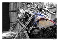 Autoretrat sobre Harley (Pemisera) Tags: reflection bike cutout reflex autoportrait autoretrato harley harleydavidson reflejo moto motorcycle motocicleta autoretrat pemisera