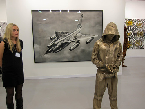Marc Quinn in front of Robert Longo