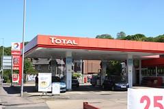 Total, Chesham Buckinghamshire. (EYBusman) Tags: station buckinghamshire gas petrol gasoline total esso filling chesham excellium eybusman