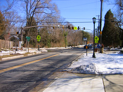 2007 02 21 - 6809 - Garrett Park - 547-Kenilworth (thisisbossi) Tags: usa snow streets us md unitedstates maryland moco flags pedestrians roads crosswalks trafficsignals intersections montgomerycounty garrettpark kenilworthavenue strathmoreavenue pedestriansignals knowlesavenue md547