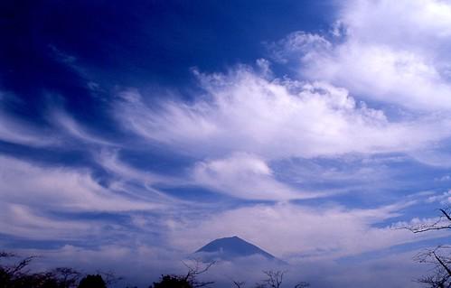 [フリー画像] 自然・風景, 山, 雲, 富士山, 日本, 201012281900