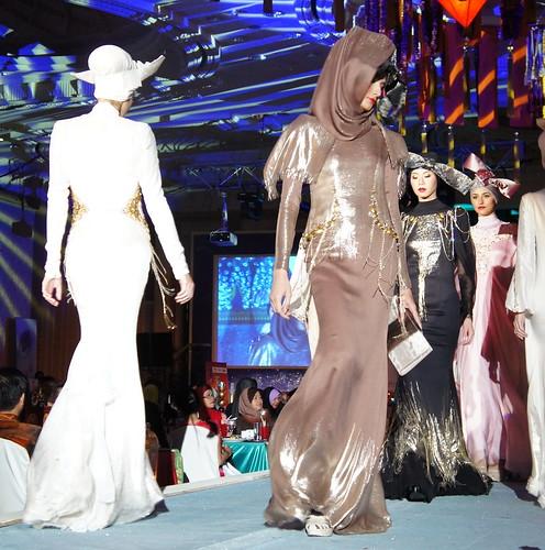 Islamic fashion festival 2010 - Jovan Mandagie (7)