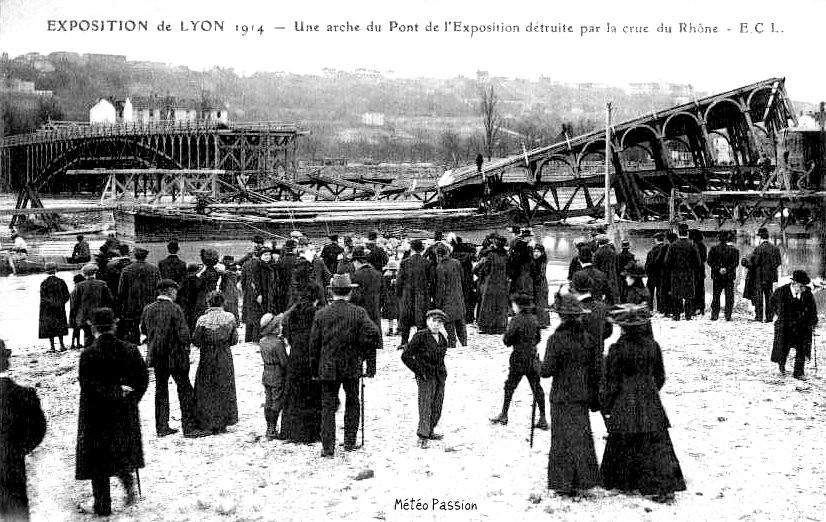 pont de l'exposition coloniale de Lyon détruit par la crue du Rhône en 1914