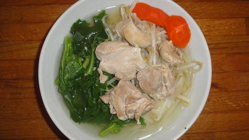 醉雞湯麵加芥藍苗和豆芽菜