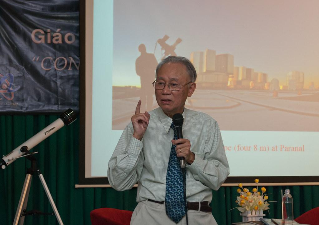 5193381483_f5a133a44e_b - Tiểu sử nhà thiên văn Nguyễn Quang Riệu