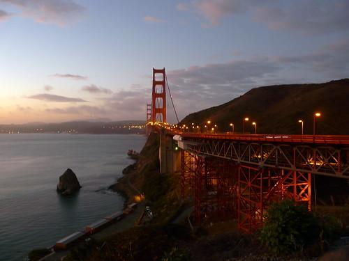 Le Golden Gate (côté nord) au lever du Soleil
