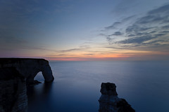 Normandy, Etretat (Dariusz Wieclawski) Tags: light zeiss evening nikon dusk beautifullight etretat manneporte slowshutterspeed carlzeiss hautenormandie d700 theworldinflickr paysagesdenormandie lecieldenormandie zeissflenses
