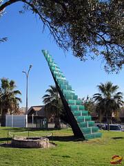 Sculptures - 'Stairway' 2005 - by Danny Lane - 1955- Glass & Steel - Portugal - Algarve - Vilamoura hC20101024 108 (fotoproze) Tags: portugal esculturas sculture british algarve sculptures vilamoura 2010 cerfluniau eskultura   skulpture skulpturen escultures  patung sochy sculpturen  skulpturer  rzeby  sculpturi szobrok   sklptrar veistokset heykeller   tcphmiukhc  dealbha