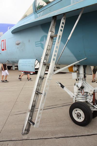 EAA10_FA-18C_033