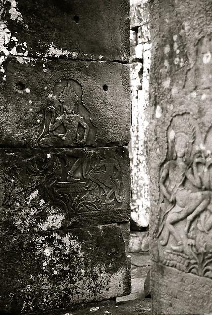 Khmer dancers black&white