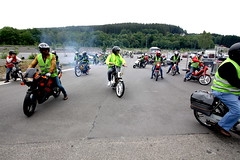 IMG_9349 (Christophe BAY) Tags: mobyltettes francorchamps 2017 rétromobile club spa circuit moto vespa camino flandria