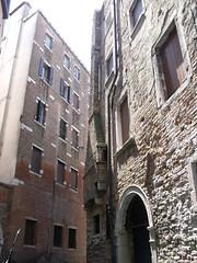Venice - Gondola ride - Rio dell Osmarin (ell brown) Tags: venice italy canals unescoworldheritagesite unesco worldheritagesite gondola venezia gondolier veneto northernitaly gondolaride cityofcanals venetianrowingboat riodellosmarin